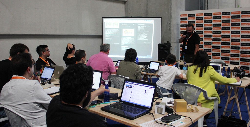 Javier Fernández Barrera dando su master class sobre Social Media y Narrativas Transmedia.