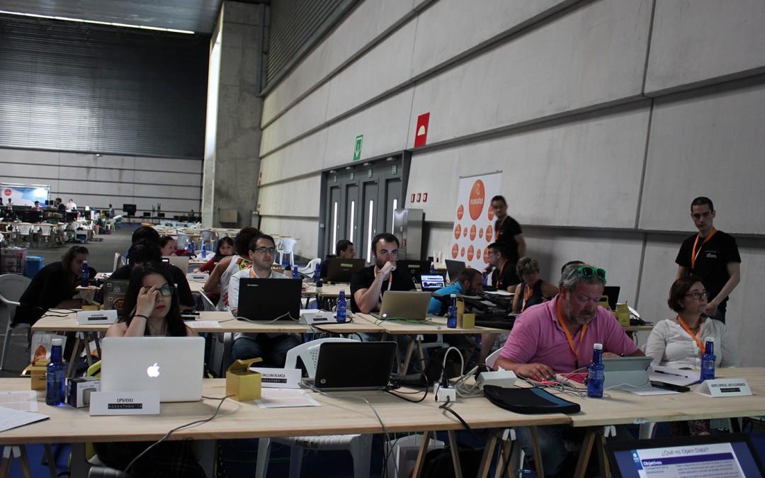 Hackathon'15:  Komunikabide  parte-hartzaileak  eta  beraien  proiektuak
