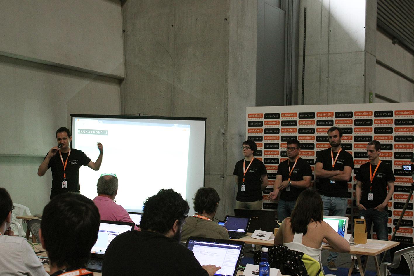 Participantes y equipo técnico del Hackathon 2015.